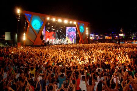 Chiclete com Banana levou uma multidão na primeira noite do Festival.