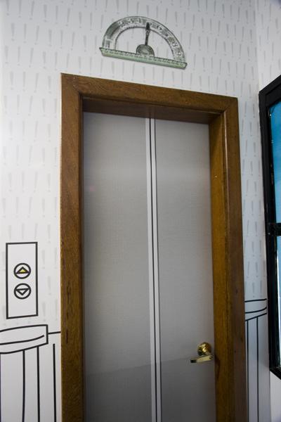 Quer ir ao banheiro? Pega o elevador!