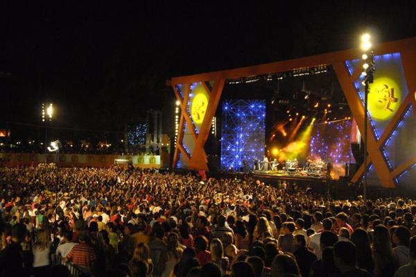 Vista geral do palco pelo Camarote Pepsi Gold